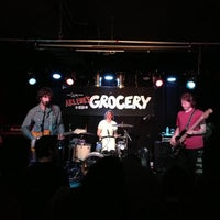 Photo prise au Arlene's Grocery par Peter K. le4/7/2013