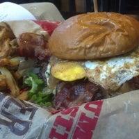 Foto scattata a Epic Burger da Giancarlo O. il 11/30/2012
