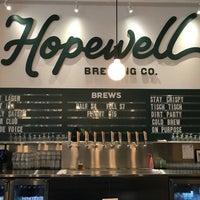 รูปภาพถ่ายที่ Hopewell Brewing Company โดย Jou C. เมื่อ 6/13/2018