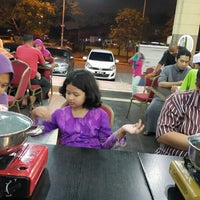 Photo taken at Segi Seri Steamboat by Sean S. on 5/23/2015
