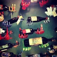 Photo prise au Hedonism Wines par Maria B. le3/23/2013
