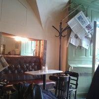 Das Foto wurde bei Kleines Café von Goran M. am 10/18/2012 aufgenommen