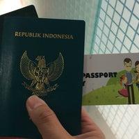 Photo taken at Kantor Imigrasi Kelas 1 Jakarta Pusat by William S. on 10/19/2016