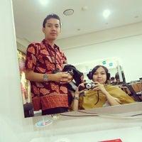 Photo taken at Jonathan Creative Hair & Make Up by Gita P. on 6/12/2013