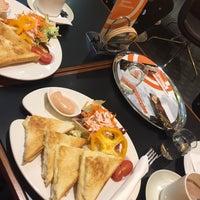 Das Foto wurde bei Cafe Cappuccino von E G. am 1/15/2016 aufgenommen