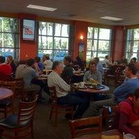 Photo prise au Specialty's Café & Bakery par Eugene le10/19/2012