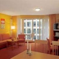 Foto tirada no(a) HSH Hotel Apartments Mitte por Jad R. em 2/1/2013
