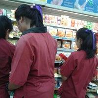 Photo taken at 7-Eleven (เซเว่น อีเลฟเว่น) by Gaemswp on 10/12/2015