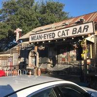 Foto tirada no(a) Mean Eyed Cat por Tracy F. em 10/16/2017