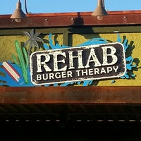 Photo prise au Rehab Burger Therapy par lafinguy le12/12/2012