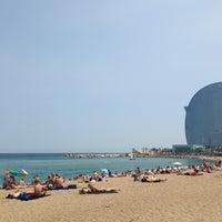 Foto tirada no(a) Praia da Barceloneta por Yian em 6/27/2013