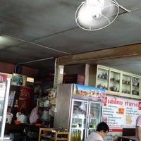 รูปภาพถ่ายที่ ร้าน ผัดไท ท่ายาง โดย Maem-Pemika C. เมื่อ 7/8/2017