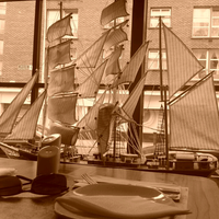 Foto tirada no(a) Admiral Restaurant por Ivo K. em 4/19/2013