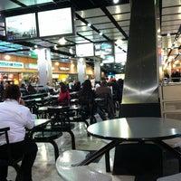 Photo prise au Ogilvie Food Court par iSapien 1. le2/14/2013