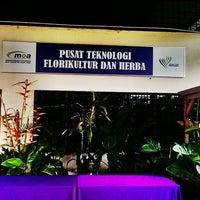 Photo taken at Pusat Teknologi Florikultur dan Herba Jabatan Pertanian Serdang by Inn H. on 2/20/2014