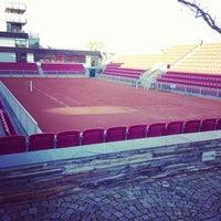 Foto tirada no(a) Båstad Tennis Stadium por Emanuel K. em 10/18/2013