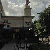 Снимок сделан в Hard Rock Cafe Houston пользователем Daniel P. 6/25/2013