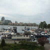 Photo taken at Blue Crab Bar & Grill by Susan R. on 8/15/2014