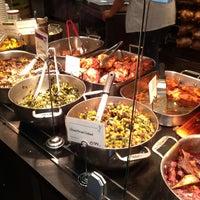 6/21/2013 tarihinde Lea G.ziyaretçi tarafından Whole Foods Market'de çekilen fotoğraf