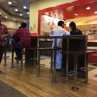 Foto tirada no(a) KFC por Sàqib S. em 1/15/2016