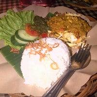 Photo taken at Bali Qui by Cecilia E. on 6/25/2013