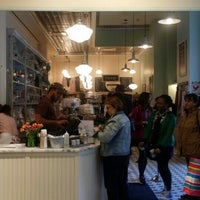 Photo taken at Magnolia Bakery by Eymi on 4/28/2015