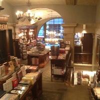 Foto diambil di Rizzoli Bookstore oleh Julia F. pada 9/11/2013