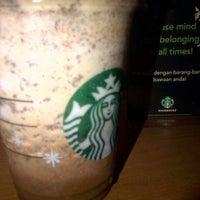 Photo prise au Starbucks par Januar M. le12/1/2012