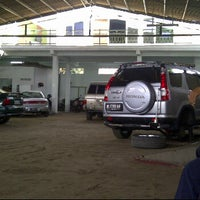Photo taken at Harry Bengkel Per Mobil by Maharany a. on 1/8/2013
