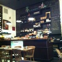 1/24/2013 tarihinde Imran S.ziyaretçi tarafından Café Phillies'de çekilen fotoğraf