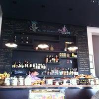 4/6/2013 tarihinde Imran S.ziyaretçi tarafından Café Phillies'de çekilen fotoğraf