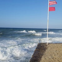 Photo taken at Пляж Aldemar Knossos by Maksim R on 9/19/2014