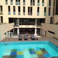 Foto tomada en Axel Hotel por Emi V. el 10/21/2012