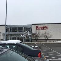 Photo prise au Binny's Beverage Depot par Andrew H. le12/5/2016