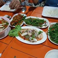 Photo taken at ร้านอาหารหาดแสนสำราญ by Junt L. on 11/3/2017