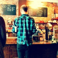 Foto tomada en Cafe Grumpy por Candy P. el 10/15/2012