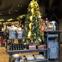 Photo taken at Universal Studios Store by Tom L. on 12/25/2017