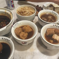 Photo taken at Pao Xiang Bak Kut Teh (宝香绑线肉骨茶) by Kay Y. on 12/30/2016