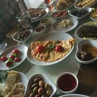 Photo taken at Kozzde Mangal Et Ve Balik Restautant by Rezzak B. on 4/10/2016