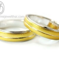 รูปภาพถ่ายที่ Fine Silver & Jewelry Counter โดย Sutimas W. เมื่อ 1/26/2013