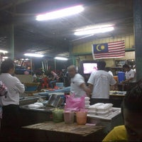 Photo taken at Warung Nasi Lemak Wak Kentut by Andrew V. on 1/1/2013