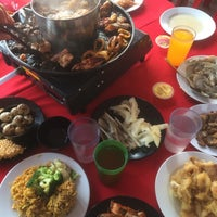 Photo taken at D'Kayangan Buffet Steamboat by Azie S. on 6/18/2017