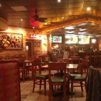 Foto tomada en La Parrilla Mexican Restaurant por Chip L. el 3/21/2013