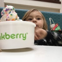 Photo taken at Pinkberry by Avi H. on 12/10/2014