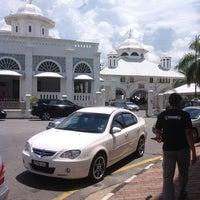Photo taken at Masjid Abidin (Masjid Putih) by Jepan H. on 5/17/2013