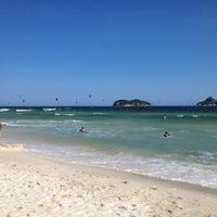 Foto tirada no(a) Praia do Pepê por Simone B. em 11/19/2012