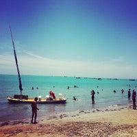 Foto tirada no(a) Praia da Pajuçara por Carolina T. em 12/27/2012