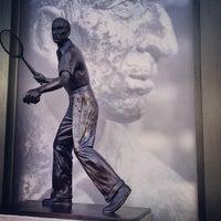 Das Foto wurde bei Wimbledon Lawn Tennis Museum von Chris T. am 7/5/2013 aufgenommen