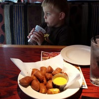 Photo taken at Red Robin Gourmet Burgers by Robert B. on 5/7/2014