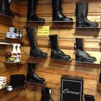 11/9/2012 tarihinde poetic d.ziyaretçi tarafından Mr. S Leather & Mr. S Locker Room'de çekilen fotoğraf